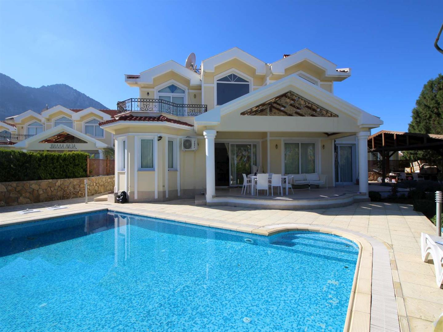 Spacious 4 Bedroom Villa